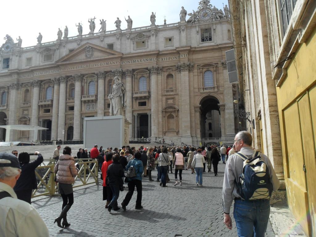 SB outside St P's Basilica